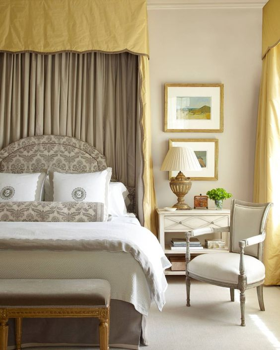 Layers of neutrals play up measured doses of gold. | Photo: Laura Resen, Design: Jane Schwab