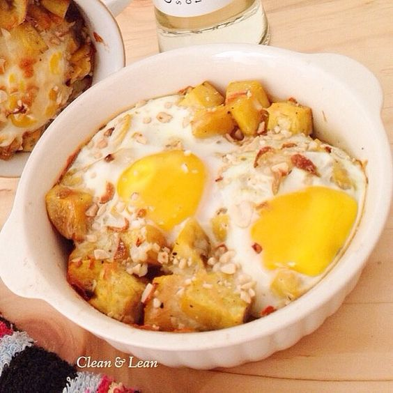 Baked egg on Roasted Sweet Potato  226 cal/serving Based on 2000 kcal diet.  #eatclean #getlean #cleanleanJKT #cleaneating #lifestyle #healthy #gluttenfree #fatloss #musclegain #FitnotSkinny #lowcarb #protein #superfood #katering #healthycatering #kateringdiet#kateringsehat#greens #instafit #organic #lowfat #dietbalance #fitness #gym #postWorkoutmeal #preworkoutmeal #foodphotography by cleanlean_catering