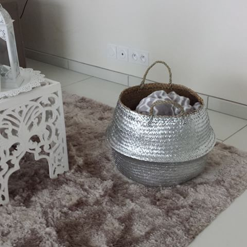 Bonjour IG, les paniers argentés ont eu beaucoup de succès 💕 pour tout vous dire moi je les ai déjà adoptés aussi j'en ai un grand dans mon salon ( pour les plaids ) et un moyen dans ma salle de bain ( pour le linge sale ). #instadecor #instadeco #orientale #orientaldecor #orientalchic #deco #decoration #eshop #argenté #panier