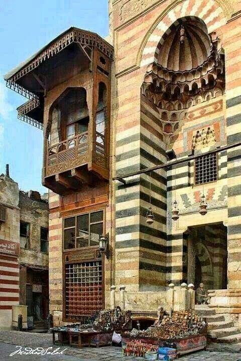 """Египетската архитектура е толкова различна от това, което виждаме в Америка.  Бих искал да видя как изглежда вътрешността на това.  Според сайта, това е било използвано във фонов режим, когато са заснели """"The Mummy""""."""