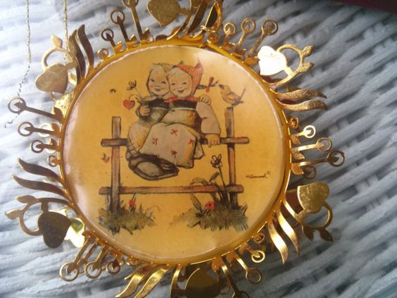 Vintage Hummel Coquettes from The Hummel Gold Christmas by TeaHag