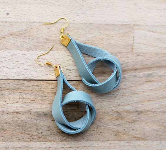 Natural and chic: dangling leather earrings in powder mint and gold / knot earrings / modern earrings / golden accents / nautical style