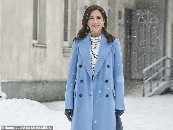 The royal chose a powder blue woollen coat with a coordinating pencil skirt and perfectly matched blue heels - apparently unfazed by the snow