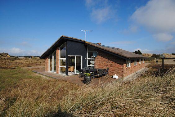 LAST MINUTE ab Samstag: Superherrliches, architektgezeichnetes Ferienhaus mit Standwasserwhirlpool für 5 Personen und Sauna, 2014 modernisiert: http://www.danwest.de/ferienhaus/3158/architektgezeichnetes-ferienhaus-700m-nordsee #LastMinute #Ferienhaus #Nordsee