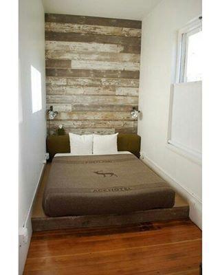 Cabeceira bonita pra fazer com madeiras reaproveitadas, não precisa ser a parede toda.