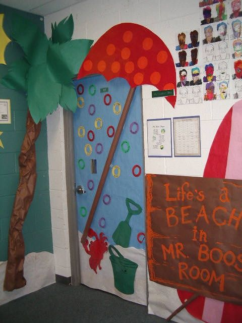 Autumn door decorations myclassroomideas classroom for Autumn classroom decoration