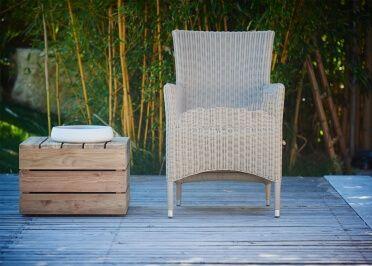 Fauteuil D Exterieur En Wicker Blanc Ou Taupe Poesie Par Jankurtz Mobilier Design Fauteuil Design Canape Jardin