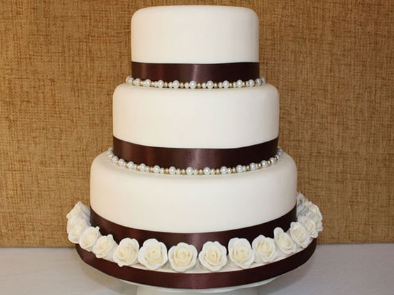 Brown roses and pearl wedding cake.