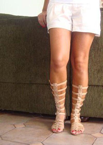Imagen de http://inesjunqueira.com/wp-content/uploads/2012/10/10-sandalias-gladiadoras-tendencia-de-moda-verao-2013.jpg.