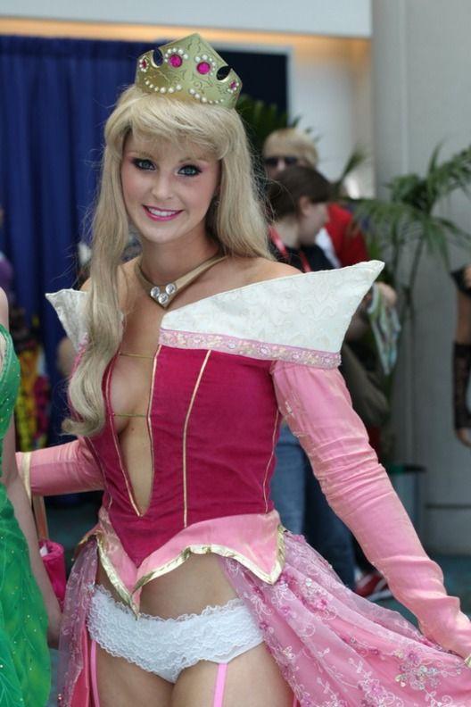 Princess Peach Nude Cosplay