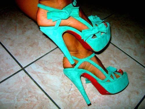 OMG! Bows and teal?! In love!!