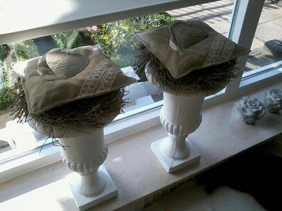Decoratie kussentjes decor voor vensterbank pinterest for Decoratie vensterbank slaapkamer