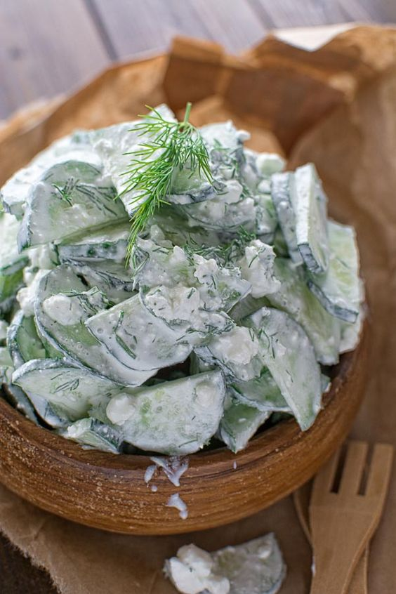 Sehr lecker und cremig Gurke und Feta-Salat, das Ihre ganze Familie lieben.  ❤COOKTORIA.COM