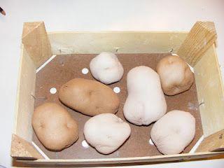 Kartoffeln für den Kaufmannsladen aus Damenstrumpfhosen