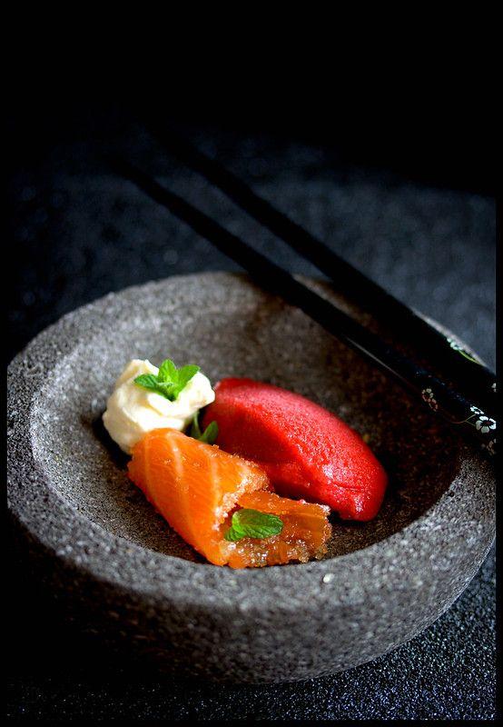 La Petite Maison Gezuckerter Lachs Mit Rote Bete Sorbet Und Yuzu Schaum Japan Lebensmittel Essen Lebensmittelfotografie Rote Bete