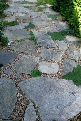 We need to put in a gravel pathway in the back yard...sure do like this one...