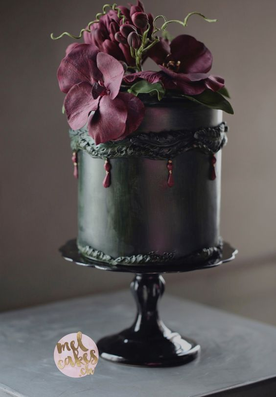 Satin Ice Artist of Excellence Mel Boers of Melcakes shows us how to go dark and still keep it wedding chic!