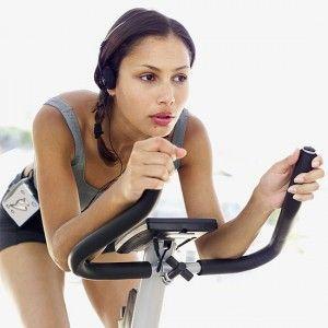 Trening interwałowy na rowerze stacjonarnym