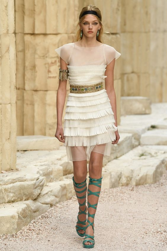 Chanel | Cruise 2018 | Look 57