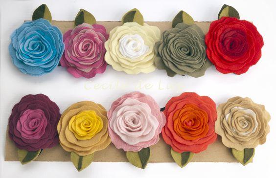 Rosas  4 em 1, de feltro com 8,5cm de diâmetro.