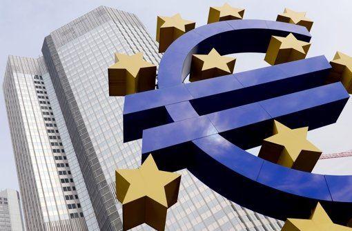 Kauf von Staatsanleihen EZB pumpt Geld in die Märkte. Der Plan ist umstritten: Am Montag beginnt die Europäische Zentralbank damit, im großen Stil Staatsanleihen zu kaufen und damit massenhaft frisches Geld auf den Markt zu werfen. http://www.stuttgarter-zeitung.de/inhalt.kauf-von-staatsanleihen-ezb-pumpt-geld-in-die-maerkte.f063ecd1-dbe5-4b97-bb34-9e2a923672d4.html