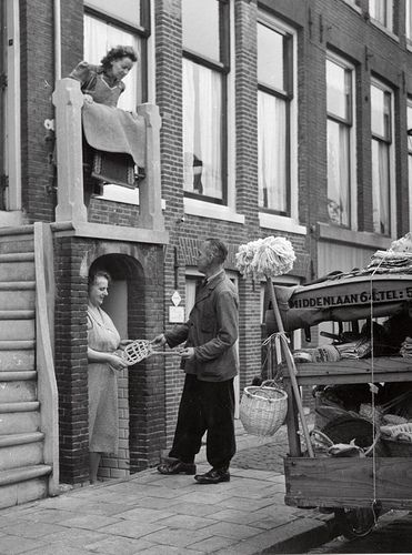 Man selling household ware to Dutch housewives. Amsterdam, 1953.