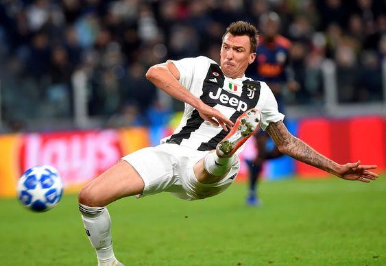 Akhir pekan ini Serie A Liga Italia akan kembali lagi hadir untuk menghibur para pecinta sepak bola di seluruh dunia. Sejauh ini, Serie A berhasil dikuasai kembali oleh sang juara bertahan, Juventus. Sang Nyonya Tua tampaknya masih terlalu tangguh untuk tim-tim Serie A lainnya, terlebih musim ini Juventus kedatangan pemain baru sekelas Cristiano Ronaldo, pemain terhebat di dunia. Pada akhir pekan nanti, Serie A memasuki pekan ke-14, dimana pada pekan tersebut akan ada pertandingan antara Fiorent
