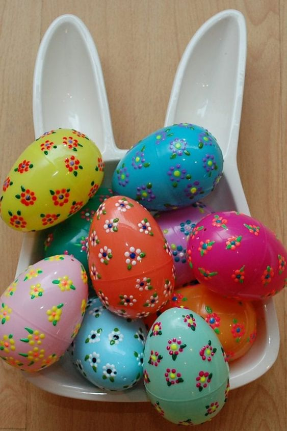 Spring Into Crafty Action with These Puffy Paint Plastic Easter Eggs