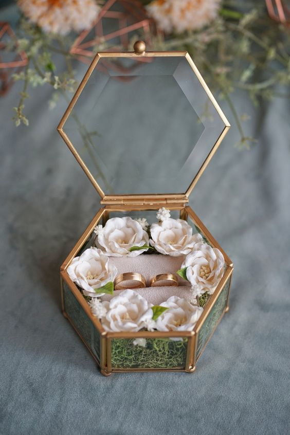 Cute Ring Box With Flowers Engagementringtray Ringtraydecors Engagementrings Ringplatter In 2020 Wedding Gift Boxes Wedding Ring Wallpaper Diy Wedding Decorations
