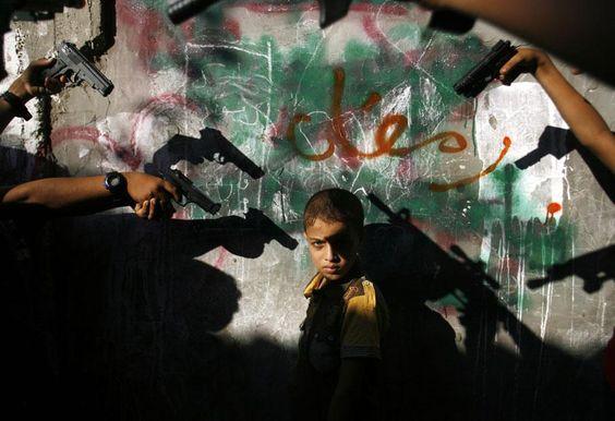 Jeux de guerre à Rafah, bande de Gaza (Palestine), le 20 août 2012. EYAD AL BABA