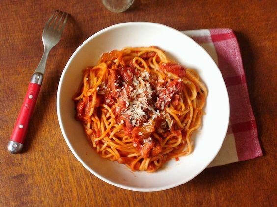 Pasta all Amatriciana la meilleure recette du monde entier et de la galaxie, même de l'univers et