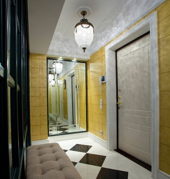 Spiegelwand am Ende des Flurs schafft optische Illusionen - ideen fur regenschirmstander innendesign bestimmt auswahl