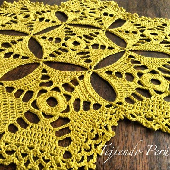 Centro de mesa hecho con hex gonos tejidos a crochet el for Centro de mesa a crochet