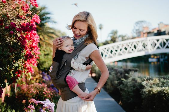 We love that the @Ergobaby allows mobility for the parent and comfort for parent and baby! #PNapproved #babywearing