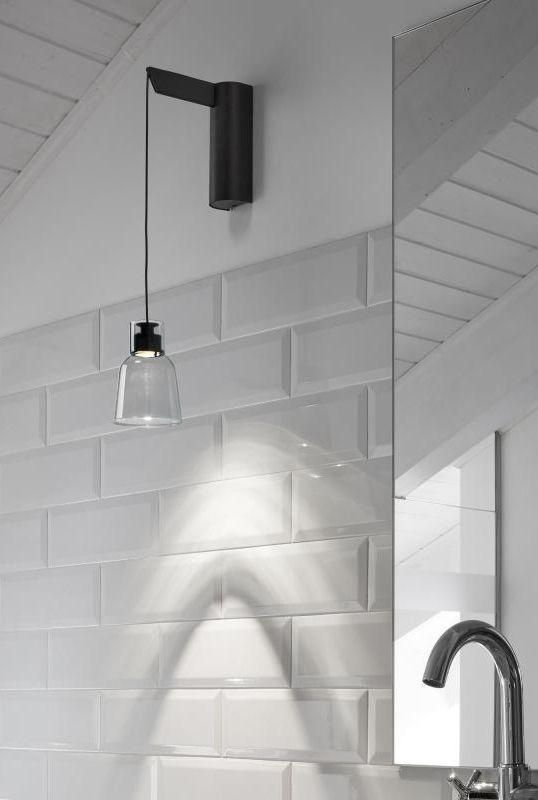 Bover Drip A 01 Die Badezimmerleuchte Hat Die Struktur Eines Tropfens Einfach Minimalistisch Und Mit Geraden Badezimmer Licht Wandleuchte Badezimmerleuchten