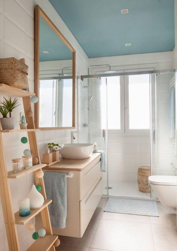 Combinación para baño en blanco y madera