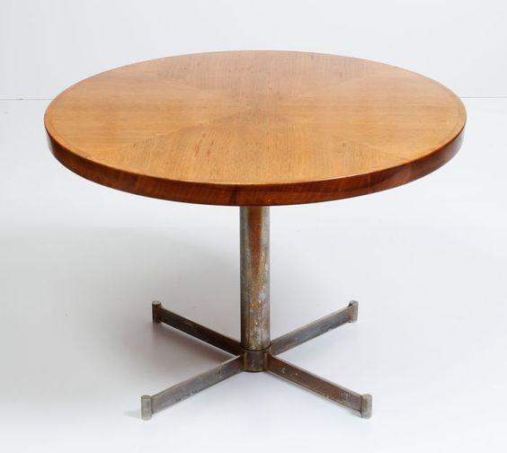 Maker onbekend - Houten salontafel op metalen voet