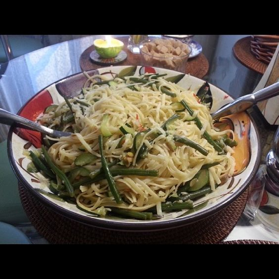 Linguine pasta with zucchini and green beans