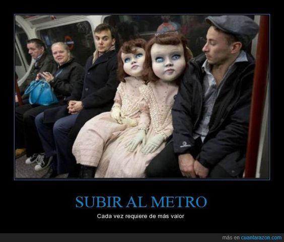 Eso de que te subes al metro y te encuentras con EL HORROR - Cada vez requiere de más valor   Gracias a http://www.cuantarazon.com/   Si quieres leer la noticia completa visita: http://www.estoy-aburrido.com/eso-de-que-te-subes-al-metro-y-te-encuentras-con-el-horror-cada-vez-requiere-de-mas-valor/