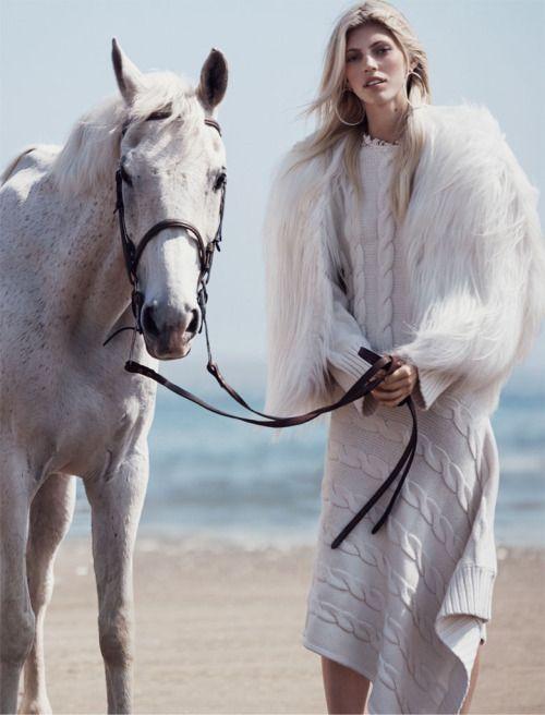 Warm white winter: Devon Windsor by Dean Isidro for Vogue Mexico November 2015. #fashion #editorial