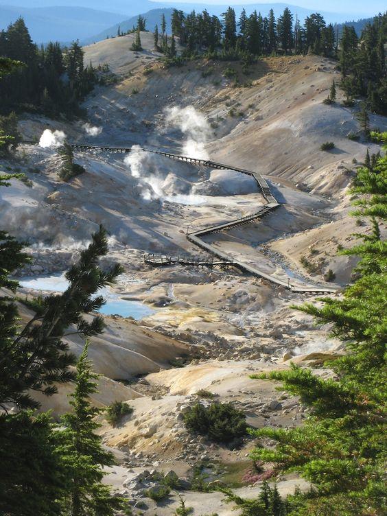 Bumpass hell lassen volcanic national park california for Lassen volcanic national park cabins