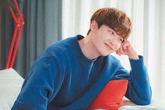 """Lee Jong Suk Pens Heartfelt Letter To Fans Following Conclusion Of """"Romance Is A Bonus Book"""""""