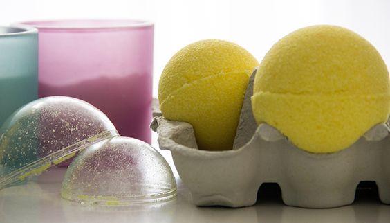 Les boules effervescentes, aussi appelées « bombes de bain », sont des produits incontournables de mon magasin chouchou : Lush. Grosso modo, ce sont des boules qui s'utilisent comme « bain moussant...