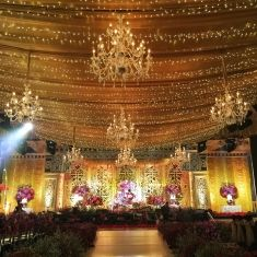 Breathtaking wedding decoration project by suryanto decoration glamorous bright gold with crystal chandelier wedding decoration idea project by sion dcor http junglespirit Images