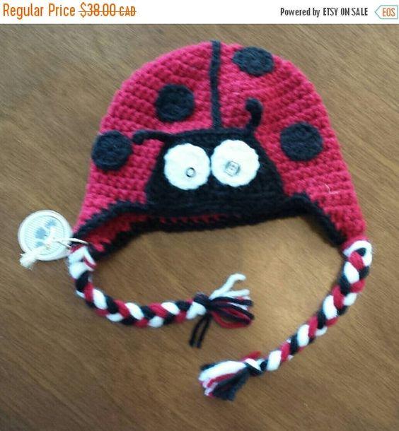 Retrouvez cet article dans ma boutique Etsy https://www.etsy.com/ca-fr/listing/258027461/tuque-coccinelle-en-tricot-bonnet-animal