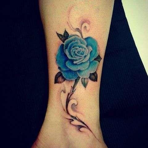 Caviglia Tatuaggio Rosa Blu Piccola