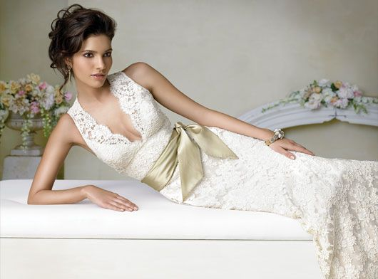 I love lace wedding gowns!