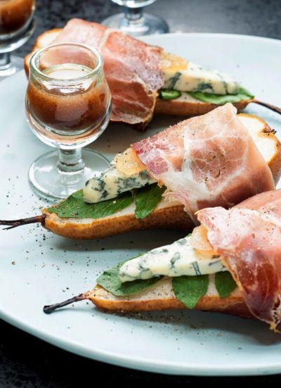 Gebakken peren met ham, kaas en gember. Nagerecht   Baked pears with ham, cheese and ginger #dessert #recipe