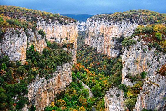 La Foz de Arbayun, a la entrada del pirenaico valle de Salazar, entre Lumbier y el Almiradío de Navascués, al este de la provincia de Navarra