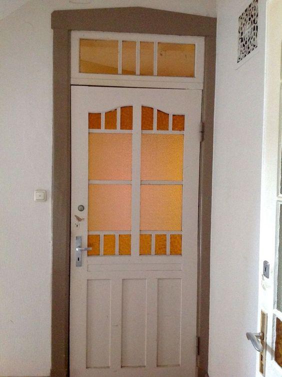 Haustür von 1912, gut erhalten, buntes Glas, Zarge und Oberlicht, sauber demonti
